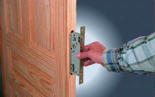 Как поменять дверной замок?