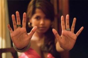 по какой руке гадают женщинам
